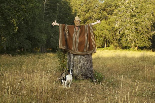 El hombre árbol y su mejor amigo.